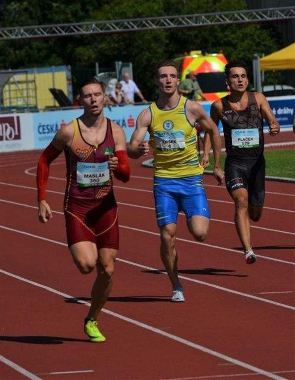 Matěj Krsek (uprostřed) - běh 400 m 1. místo (46,40 s) MČR Zlín r. 2021, Zdroj: A.C. TEPO Kladno