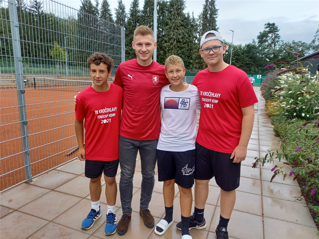 (Zleva) Adam Dhouieb, fotbalista Jakub Brabec, Tomáš Kraus, Tadeáš Šulík